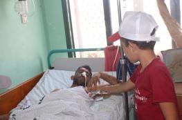 الكتلة الإسلامية تفتتح مخيماتها بزيارة الجرحى بمستشفى الأقصى