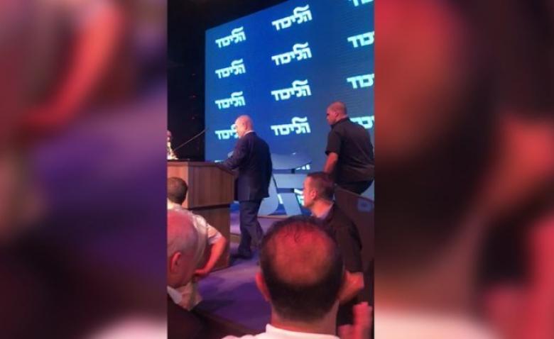 هروب نتنياهو عن المنصة يتصدر عناوين المواقع الإخبارية العبرية