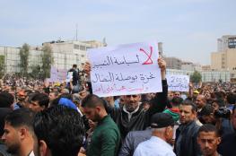 موظفو السلطة بغزة يعلنون العصيان على حكومة الوفاق