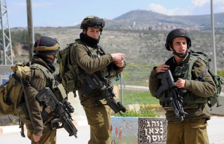 جيش الاحتلال يحصن مواقع جنوده بالضفّة