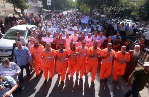 موظفي وكالة الغوث يتظاهرون في غزة، احتجاجاً ورفضاً واستنكاراً لسياستها