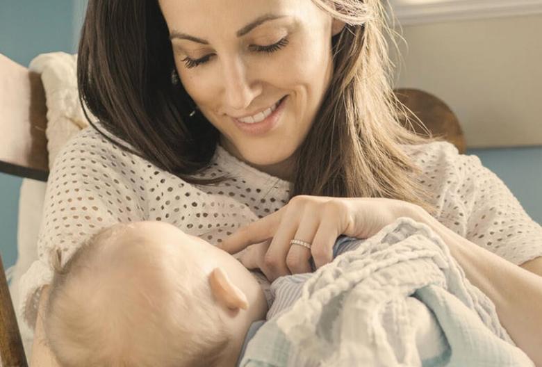 هل تمنع الرضاعة الطبيعية الحمل؟