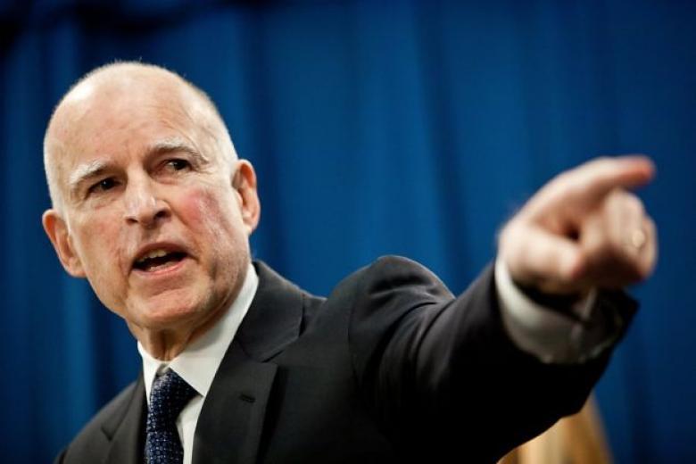 حاكم كاليفورنيا يهاجم ترامب