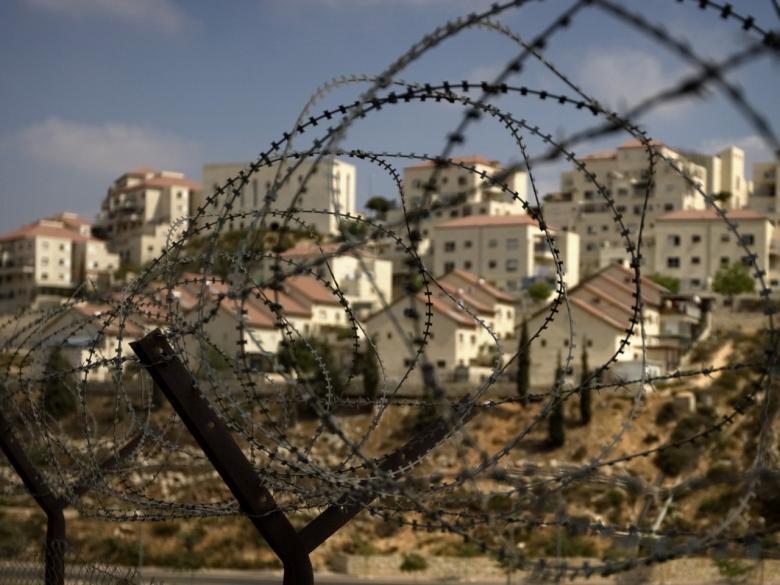 """""""العُليا الإسرائيلية"""" تجمّد مؤقتاً قانون تشريع البؤر الاستيطانية"""