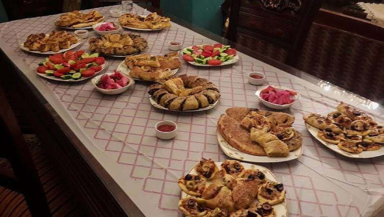 إفطار الأيام الأولى لرمضان في مصر.. مصدر بهجة وشجار أيضا