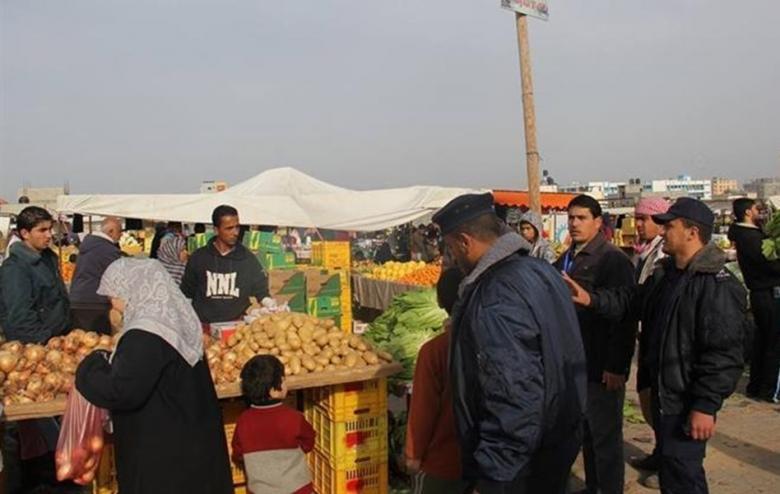 شرطة بلديات خان يونس تضبط 800 كجم فواكه فاسدة