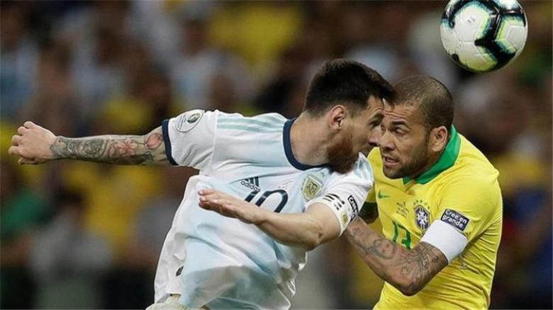ألفيس يرد على اتهامات ميسي للبرازيل