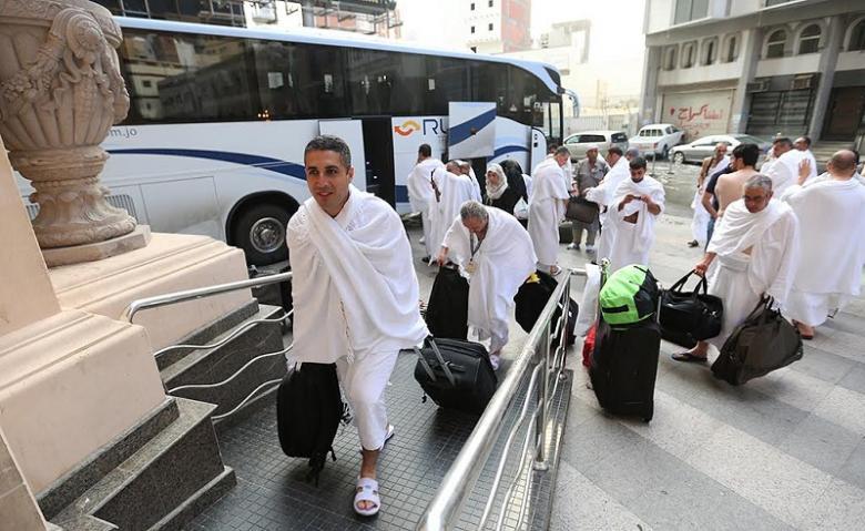 بدء نقل الحجاج الفلسطينيين من المدينة المنورة إلى مكة