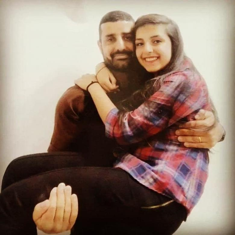 زينة بربر.. تفوقت رغم غياب الأب في سجن الاحتلال منذ 18 عاما