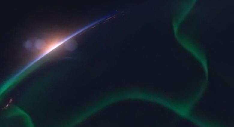 """في مشهد """"غير مسبوق""""... قطار الأقمار الصناعية يجوب الفضاء"""