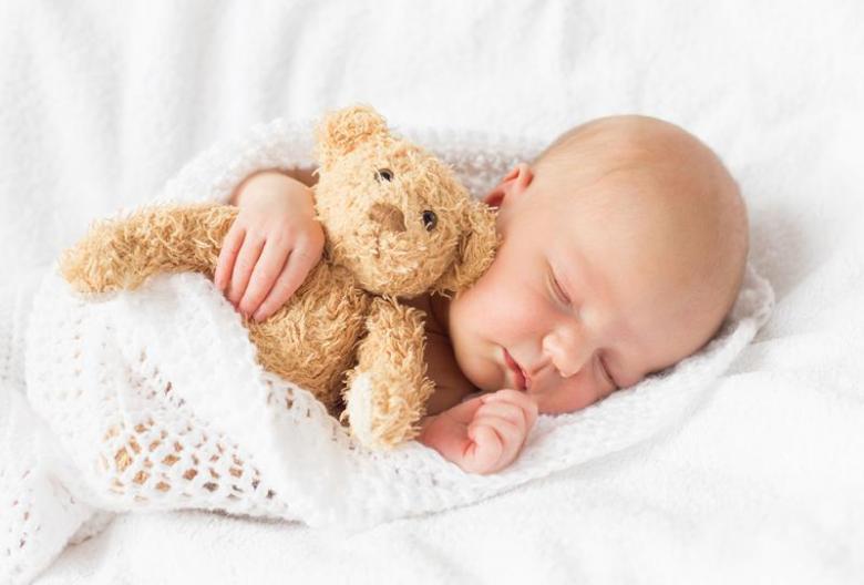 كيف تنظمين نوم مولودك؟