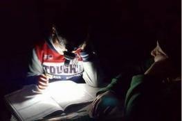 الكهرباء وبدائلها.. مأساة الطلبة في موسم الامتحانات
