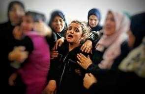 الحزن يُخيم على طفلة الشهيد أبو العطا