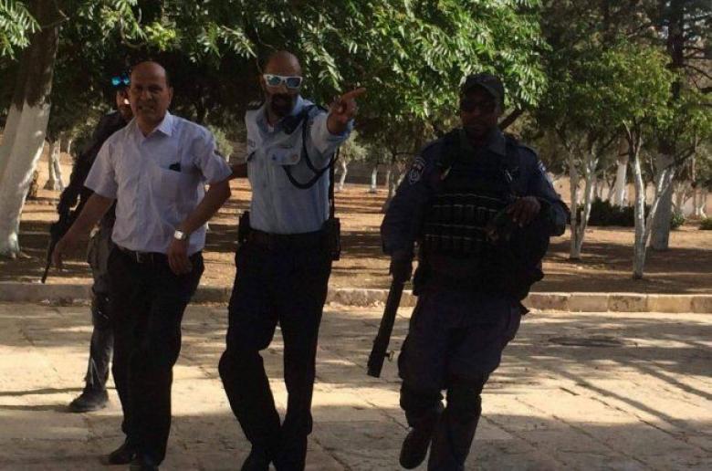 الاحتلال يعتقل رئيس شعبة الحراس بالأقصى عبد الله أبو طالب