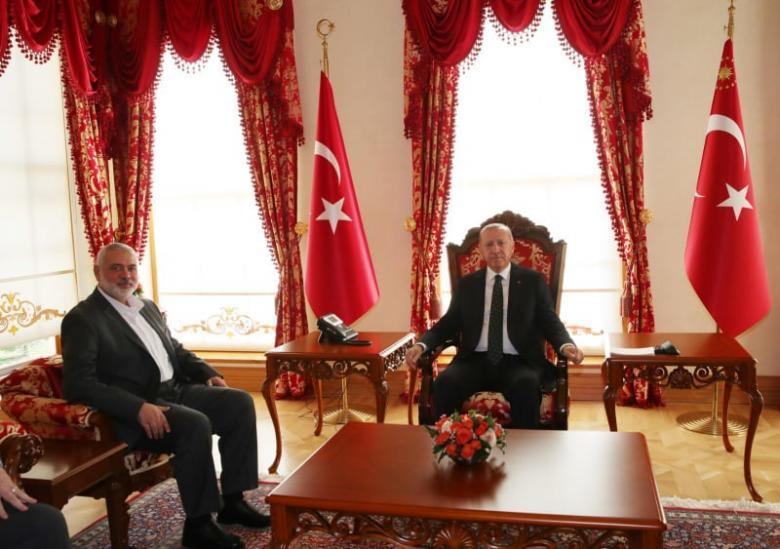 """أردوغان يستقبل هنية وقيادة """"حماس"""" بمقر الرئاسة"""