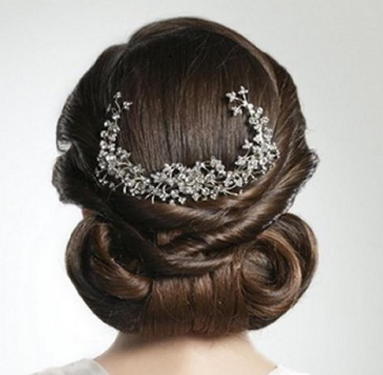 تسريحات شعر حسب شكل فستانك