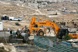 إخطارات بهدم بركسات سكنية في يطا