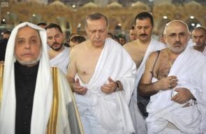 أردوغان يؤدي مناسك العمرة في ختام جولته