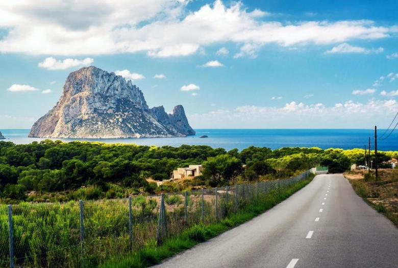 """4 شواطئ لا تُقاوم عند زيارة """"إبيزا"""" الإسبانيّة"""