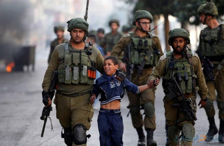 الاحتلال يفتح تحقيقاً بعد استهداف الجيش طفل مكبل اليدين