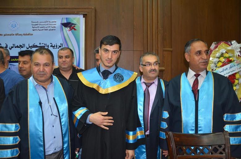 غزة: منح درجة الماجستير لباحث درس شعر البحيري