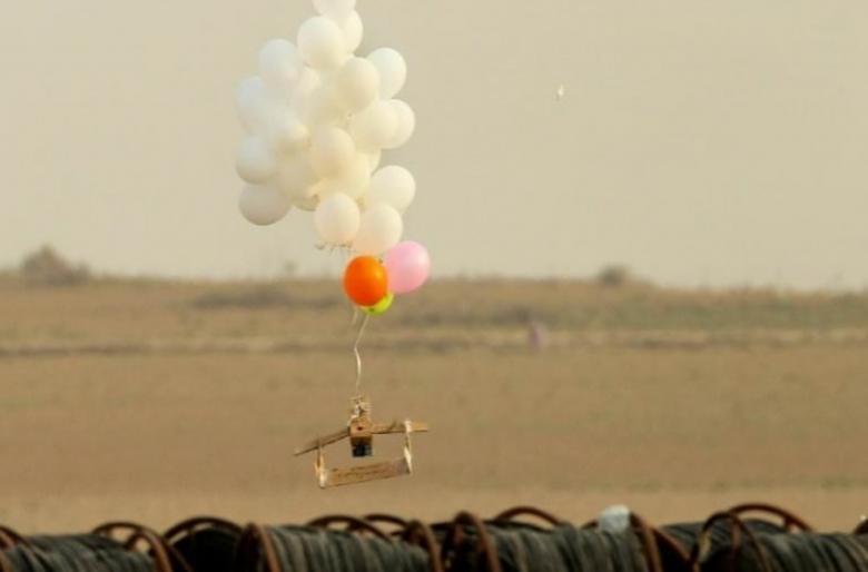 استمرار تساقط البالونات المفخخة على غلاف غزة