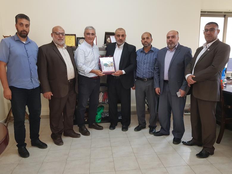وفد من حماس يزور مقر الصليب الأحمر بغزة