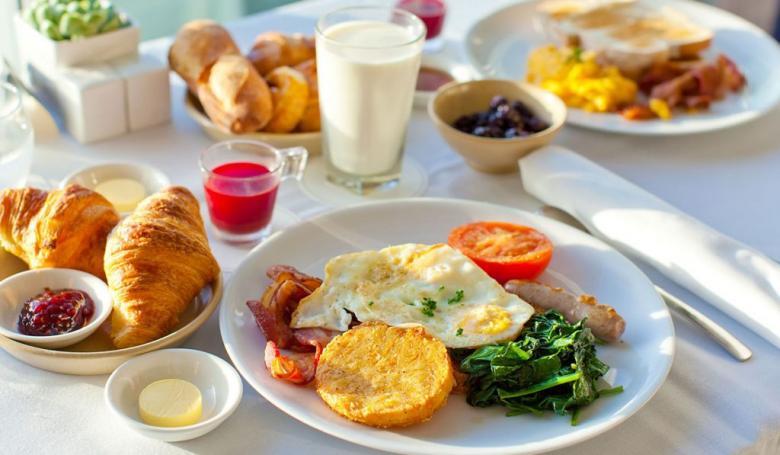 كيف يجعلك الفطور سمينًا