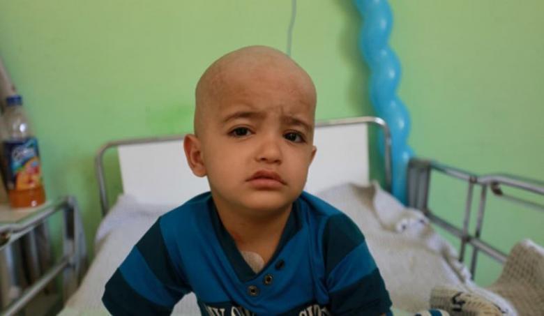 الاحتلال يمنع فلسطينية من غزة من مرافقة طفلها للعلاج