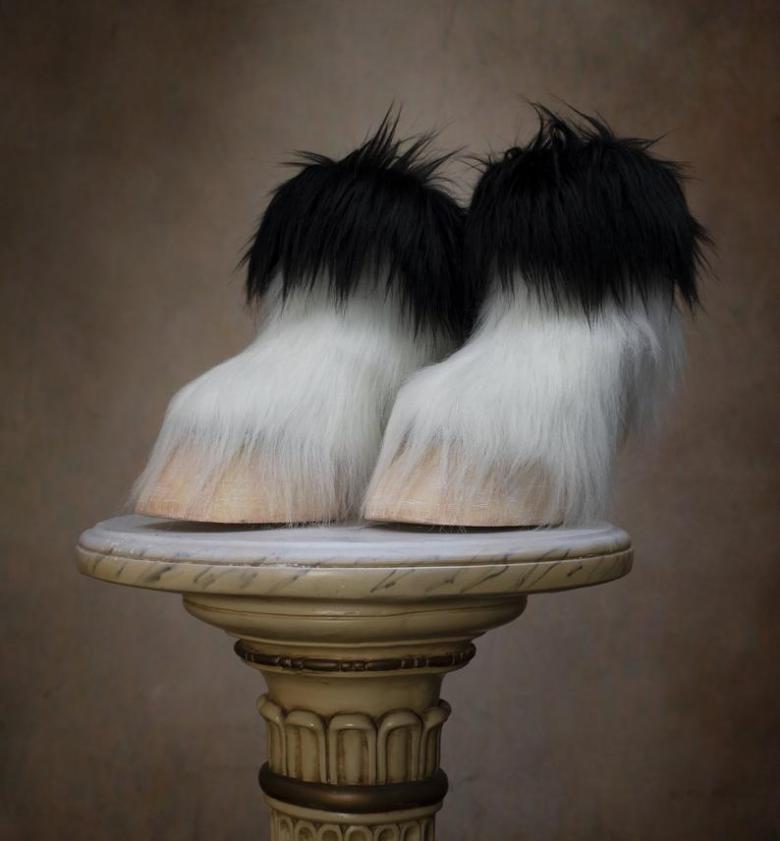 """حذاء """"رجل الماعز"""" أحدث صيحات الموضة"""