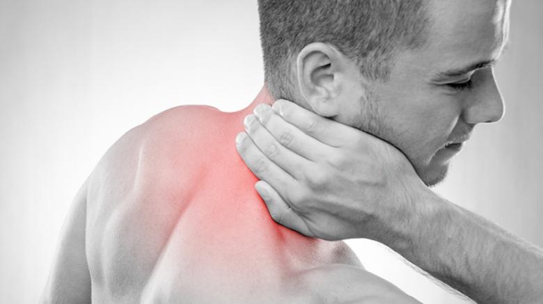 السخونة لعلاج تيبس عضلات مؤخرة العنق