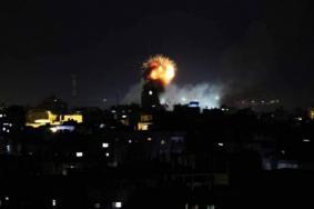 8 إصابات وغارات عنيفة يشنها الاحتلال بالطيران الحربي
