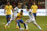 ميسي يواجه نيمار في قمة البرازيل والأرجنتين