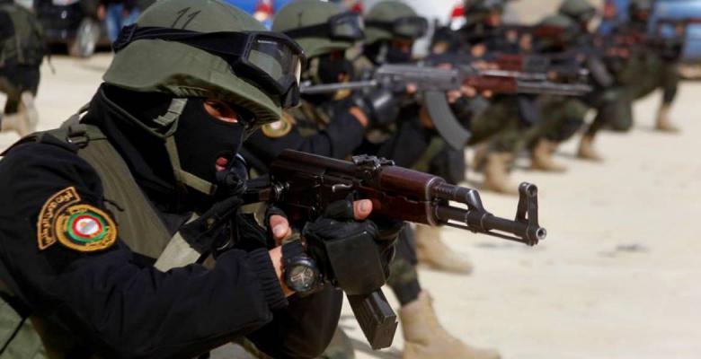 أجهزة الضفة تعتقل مواطنين وتستدعي محررًا