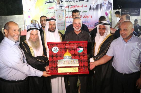 زيارة إسماعيل هنية لعشيرة النعيمات وعائلة القريناوي في مخيم البريج