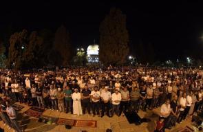 من صلاة العشاء والتراويح في ساحات المسجد الأقصى المبارك