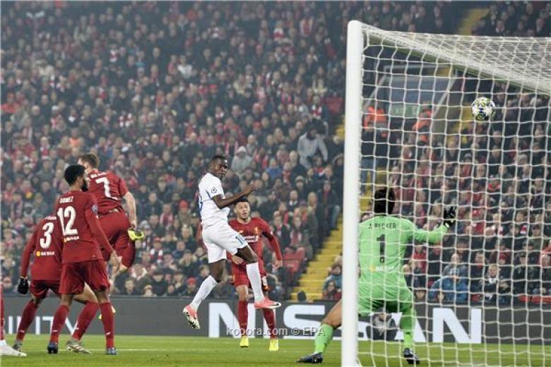 ليفربول يقتنص الصدارة بفوز شاق على جنك