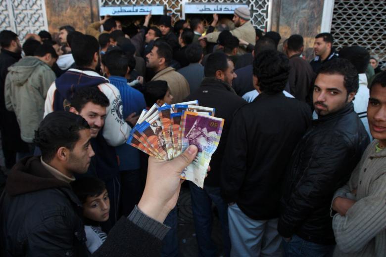 تنويه هام لموظفي قطاع غزة بشأن الرواتب
