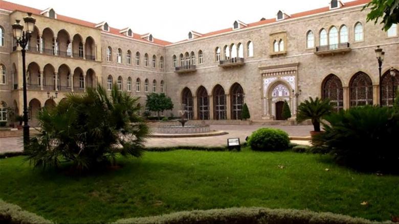في لبنان .. ماذا يجري داخل بيت الوسط؟