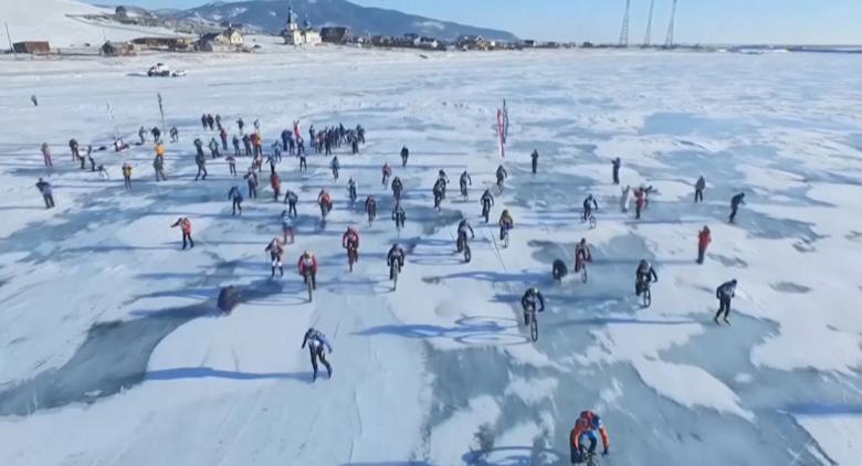 مهرجان الصيد على الجليد في كوريا الجنوبية يجذب أعدادا غفيرة