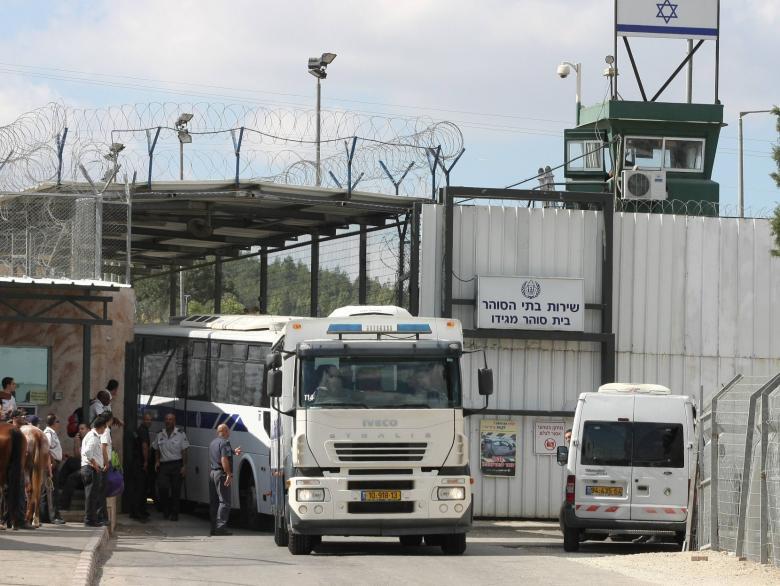 الاحتلال يفرج عن أسير من جنين بعد 20 عاما في السجون
