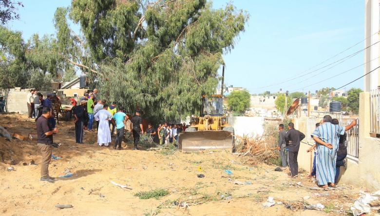 بلدية خانيونس تشرع بإزالة تعديات في حي الأمل