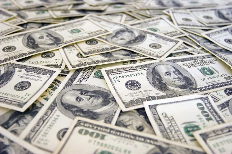 الدولار يسجل أفضل أداء أسبوعي في ستة أشهر
