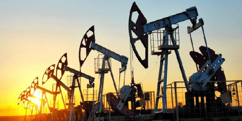 المعروض الأميركي يهبط بأسعار النفط