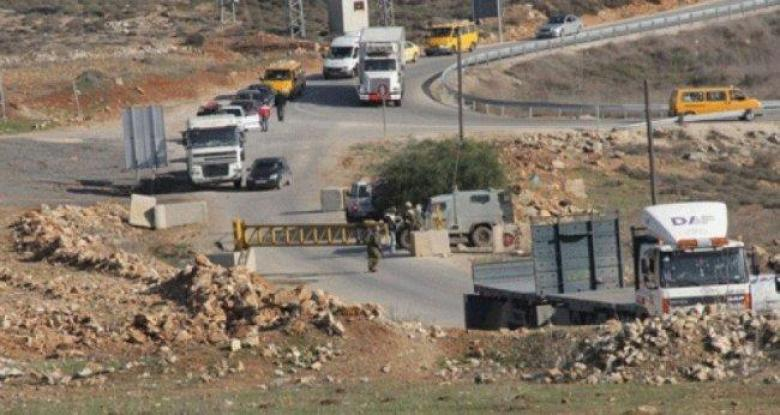 الاحتلال يغلق البوابة الحديدية المقامة على مدخل قرية النبي صالح