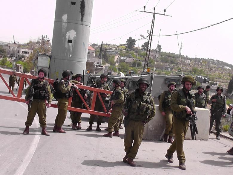 الاحتلال يشدد إجراءاته العسكرية شمال وشرق الخليل