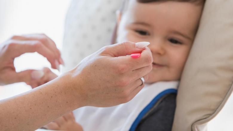 لا تقدم هذه الأطعمة لطفلك الرضيع