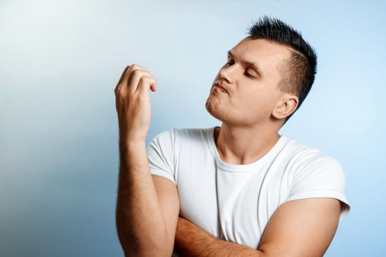 ما هي أسباب أكل وقضم الأظافر وكيف تتخلص من تلك العادة؟