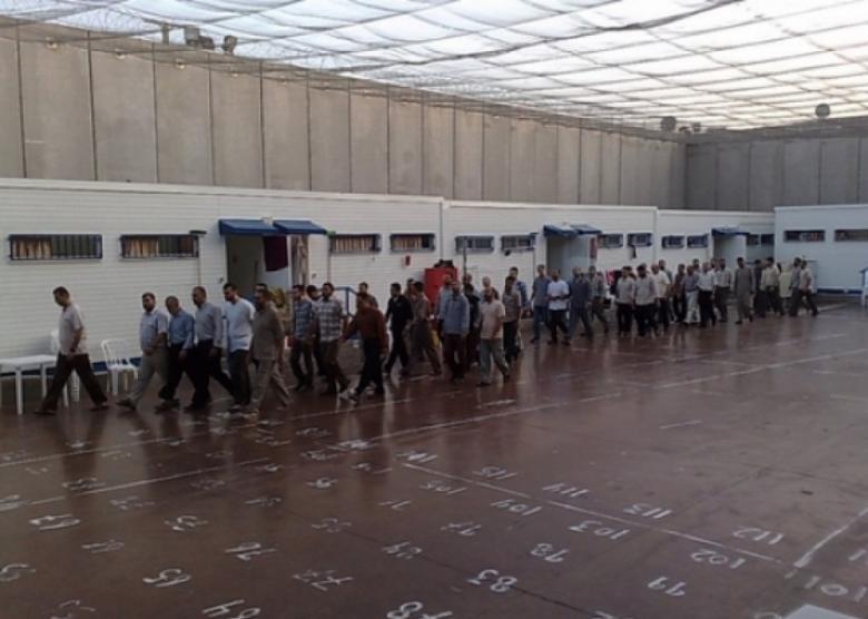 """أول تعقيب من حماس على أحداث سجن """"نفحة"""""""