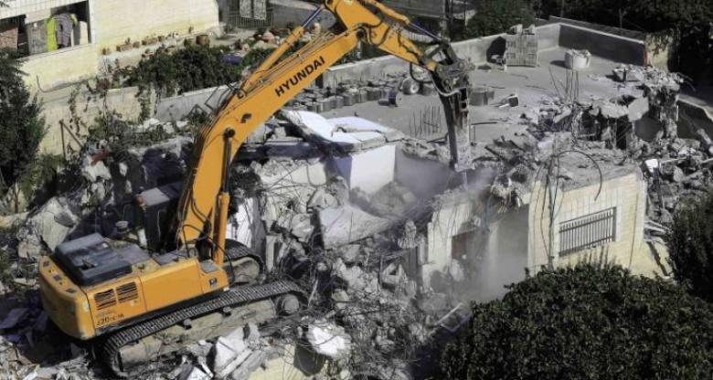 الاحتلال يُسلّم إخطارات هدم جديدة لمنازل في بلدة العيسوية